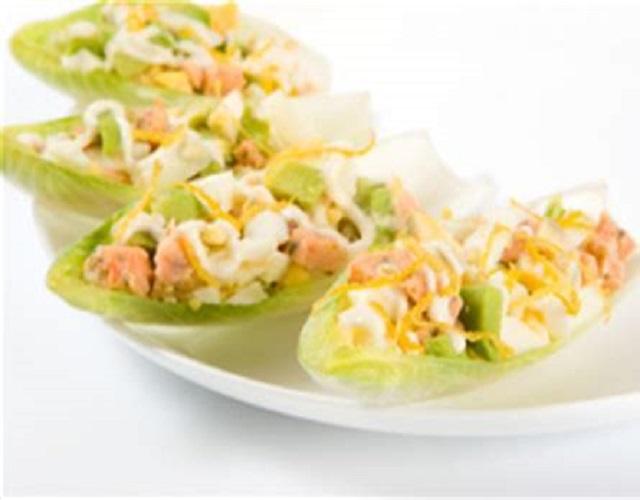 Endivias rellenas de surimi y salsa roquefort