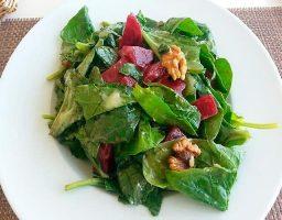 Ensalada con espinacas frescas